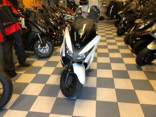 kymco-grand-dink-300 frontal