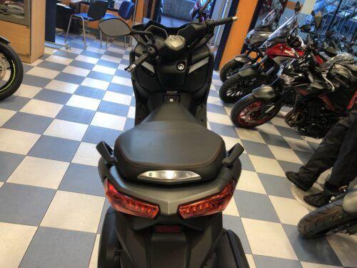 yamaha xmax 125 abs 09 500x375 - scooter-125 -