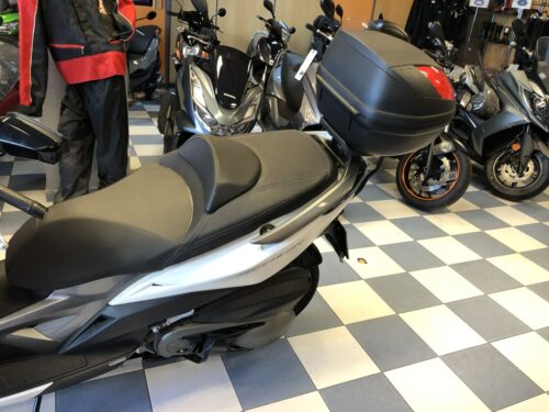 kymco xciting 400 09 500x375 - scooter-mas-125 -