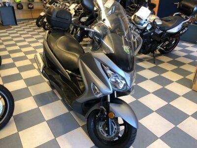 burgman 125 abs01 400x300 - scooter-125 -