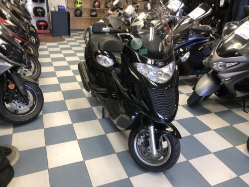 kymco Grand dink 125 02 500x375 - scooter-125 -