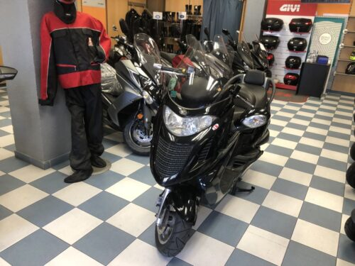 kymco Grand dink 125 03 500x375 - scooter-125 -